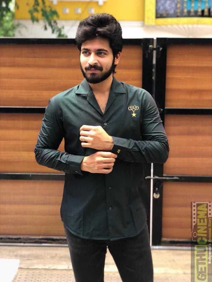 Actor Harish Kalyans Rare Photo Gallery (33)
