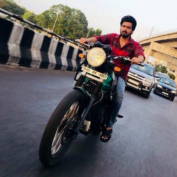 Actor Harish Kalyans Rare Photo Gallery (4)