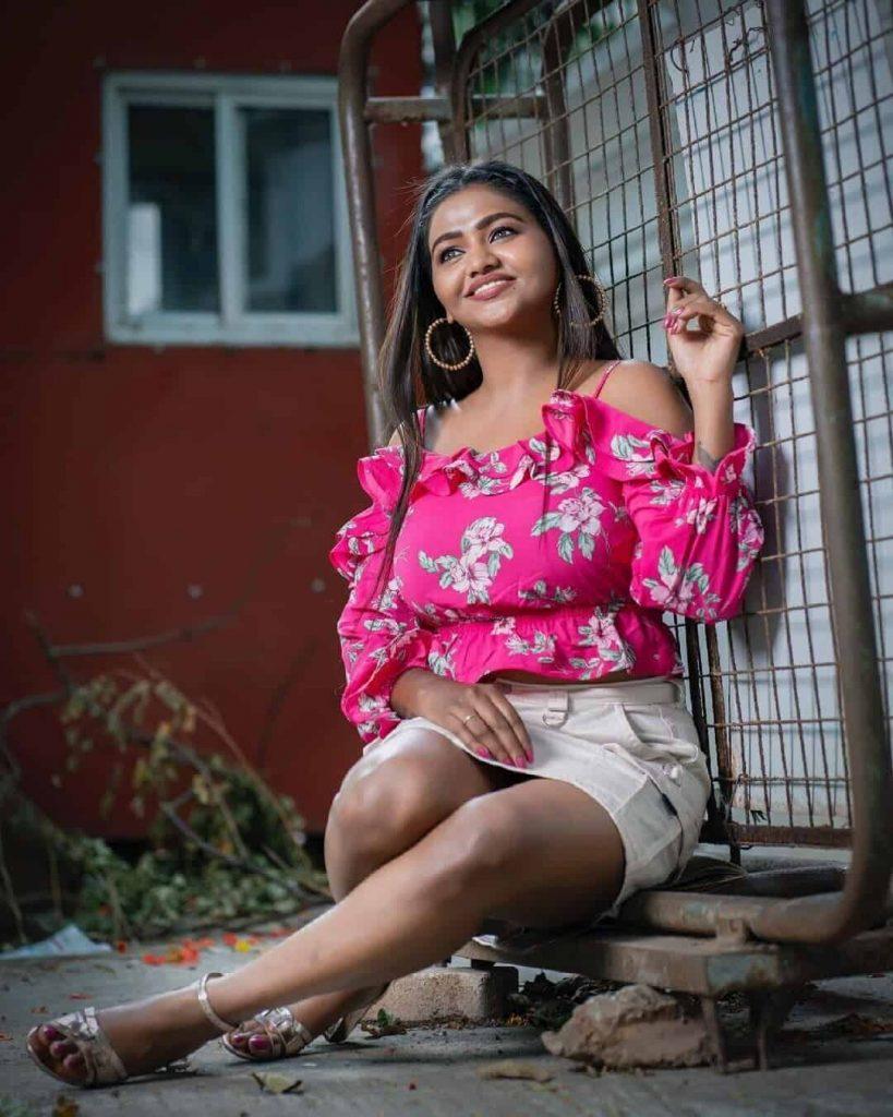 Actress Shalu Shamus Rare Photo Gallery (15)