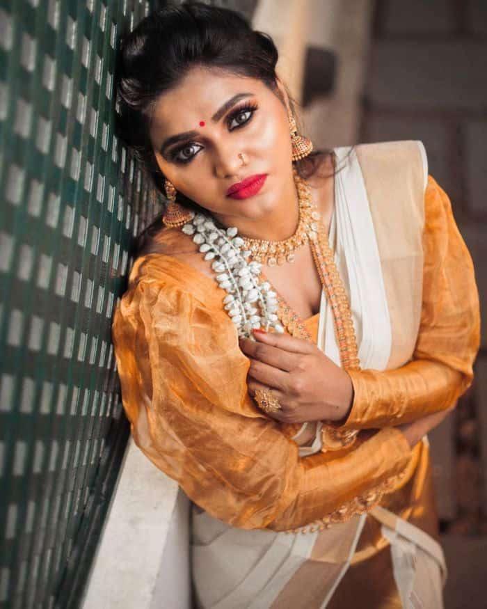 Actress Shalu Shamus Rare Photo Gallery (45)