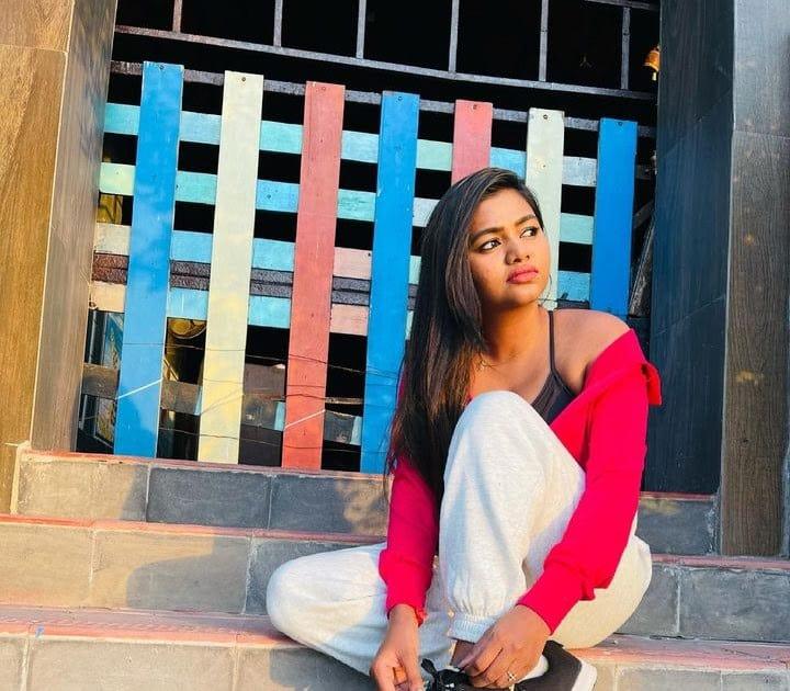 Actress Shalu Shamus Rare Photo Gallery (47)