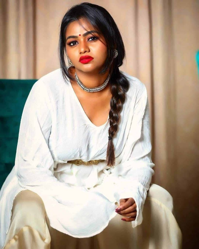 Actress Shalu Shamus Rare Photo Gallery (5)