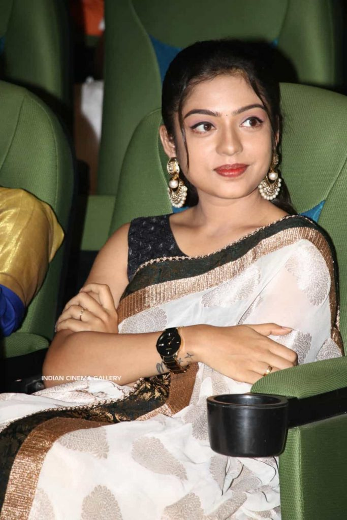 Actress Varsha Bollammas Rare Photo Gallery (35)